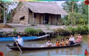 Vietnam- sorelle con amici