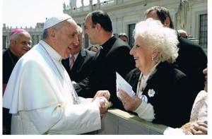 Il papa con Estela Carlotto