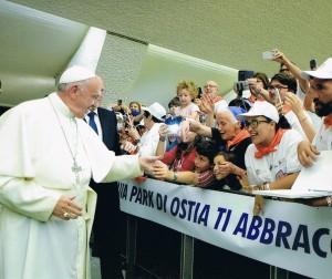 Il papa con i lunaparkisti di Ostia